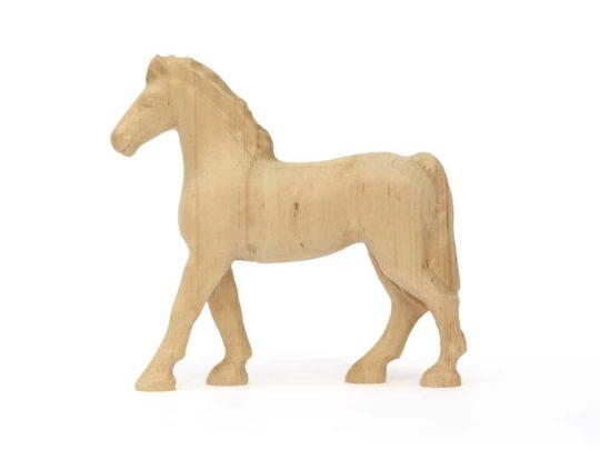 Dřevěný koník z olšového dřeva