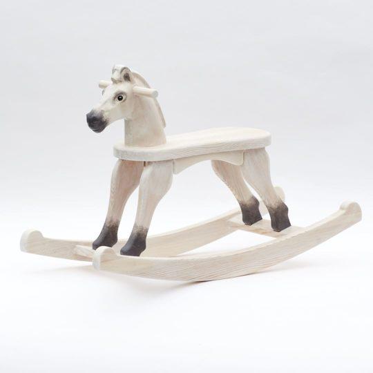 Dřevěný houpací koník v barevném provedení bělouš