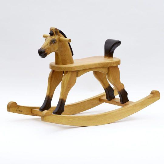 Dřevěný houpací koník v barevném provedení plavák s ocáskem