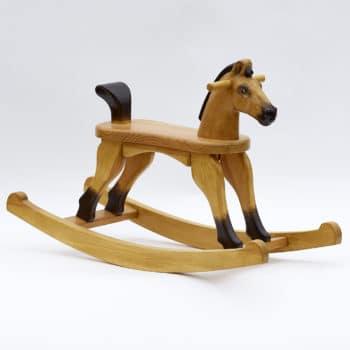 Dřevěný houpací koník Čenda 28 v barevném provedení plavák s ocáskem