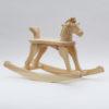 Dřevěný houpací koník v přírodním provedení s ocáskem