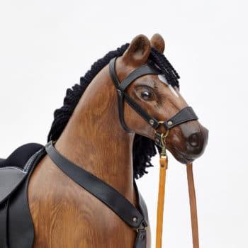 Do detailů propracovaná jemně vybroušená hlava dřevěného koně Čenda 53 hnědáka