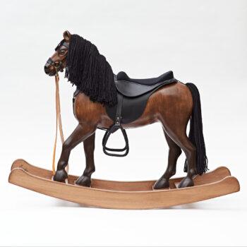 Náš největší houpací kůň v barevném provedení tmavý hnědák