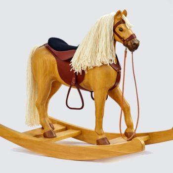 Náš největší dřevěný kůň v barevném provedení Izabela nakročený k houpání