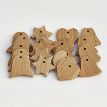 Kolekce vánočních ozdob z třešňového dřeva