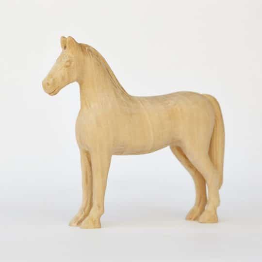 Dekorativní koník z lipového dřeva