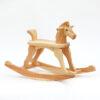 Dřevěný houpací koník v přírodním provedení s ocáskem a s namalovanýma očima
