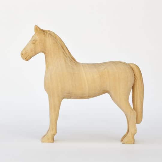 Dřevěný koník vyrobený z lipového dřeva