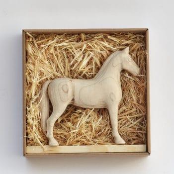 Dárkové balení dřevěného koníka Achal 15