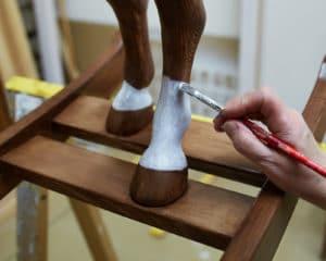 Ručně malované bílé ponožky na hnědákovi Čenda 53