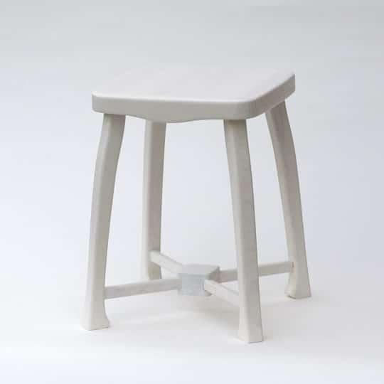 Unikátní dřevěná stolička. Barvená bílou nezávadnou barvou.