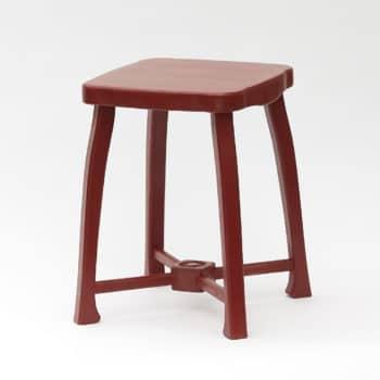 Zdobená zámecká stolička v červenohnědé barvě