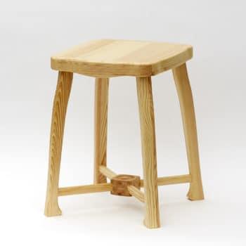 Lakovaná varianta zdobené stoličky