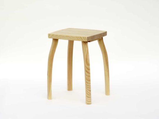 Stylová stolička z borového dřeva přírodní