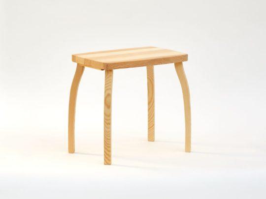 Obdélníková stylová stolička z borového dřeva přírodní