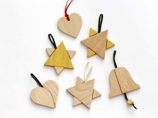 Vánoční ozdoby: srdíčko, zvoneček, hvězdy