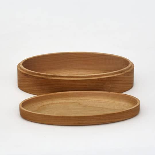 Luxusní dřevěná šperkovnice s odklopeným víkem