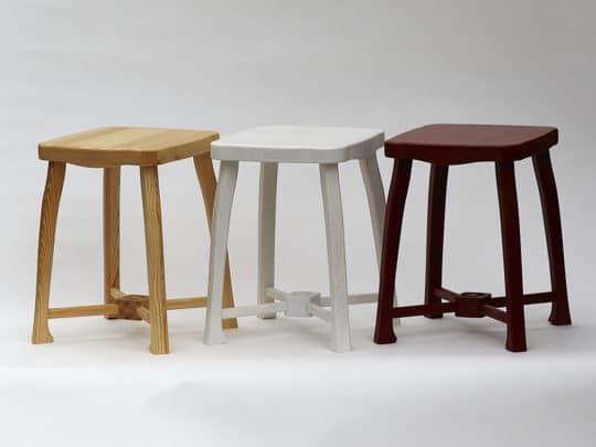 """Dřevěná stolička """"Zámecká"""" - varianta lakovaná, bílá a červenohnědá"""
